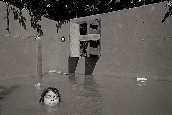 Rafael Trobat - Aquí, junto al agua / Ici, au bord de l'eau Trobat - Aqui junto al agua_Ici au bord de l-eau Nicaragua - el dormitorio tipitapa 1998