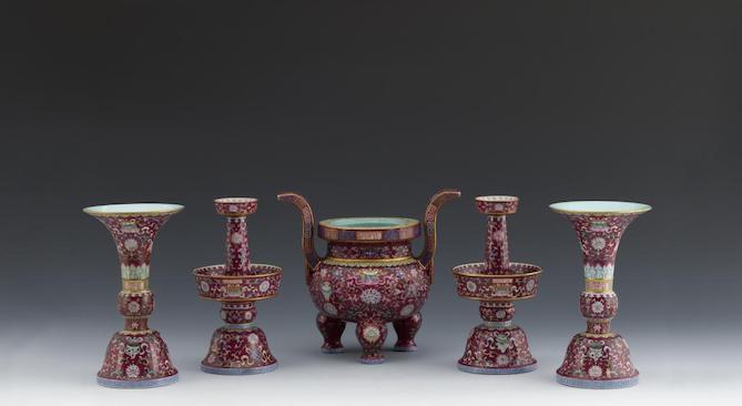 Ensemble de cinq objets destinés à l'autel ©Musée de Shanghai
